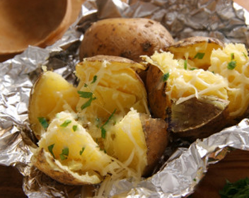 Сколько запекать картошку в духовке под фольгой — 1